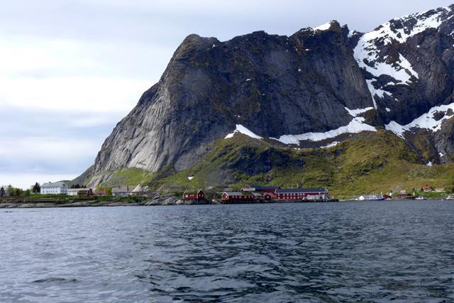 Suzuki płynie na Svalbard