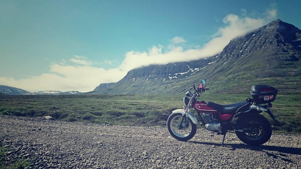 Mała 125tka z dziewczyną za sterami zawitała do Islandii